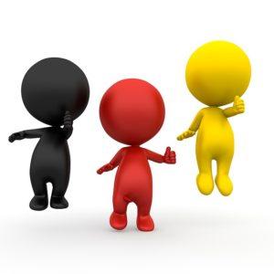 Drei Personen im deutsch farbigen Muster mit dem Daumen nach oben